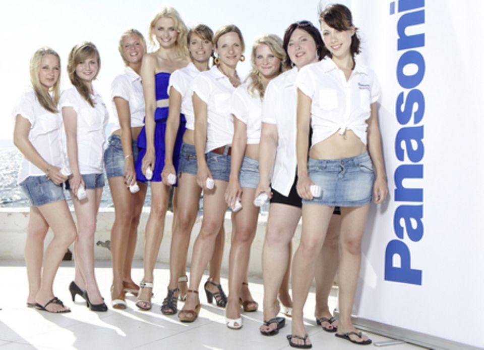 Eva Padberg stellt den den Gewinnerinnen der Panasonic Beauty Days auf Mallorca den neuen Panasonic Epilierer ES-WD 70 Wet/Dry vor.