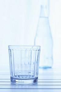Sollte immer auf dem Tisch stehen: Ein Glas Wasser