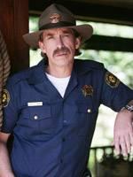 Sheriff Hanson stellt sich den drei ??? in den Weg