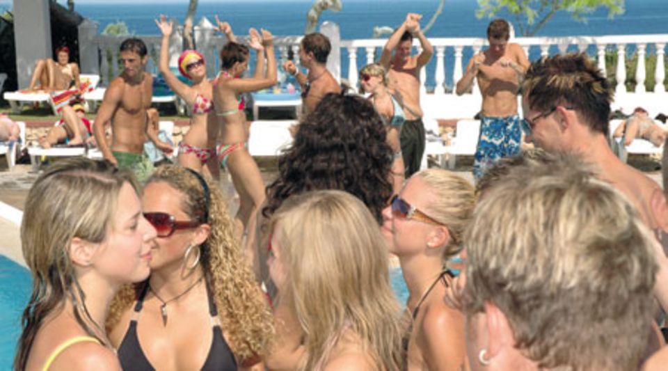 Party auf Ibiza - wo auch Dieter schon sein Haupt bräunte