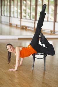 Fortgeschrittene trainieren bei Dance'n Strip auch mit Stühlen.