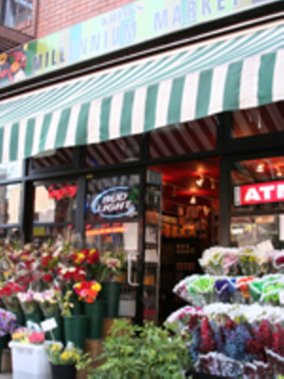 Khim's Millenium Market, Bedford Ave zwischen der Grand Street und der Metropolitan Avenue
