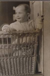 Anne Frank als Baby 1930 im Frankfurt am Main
