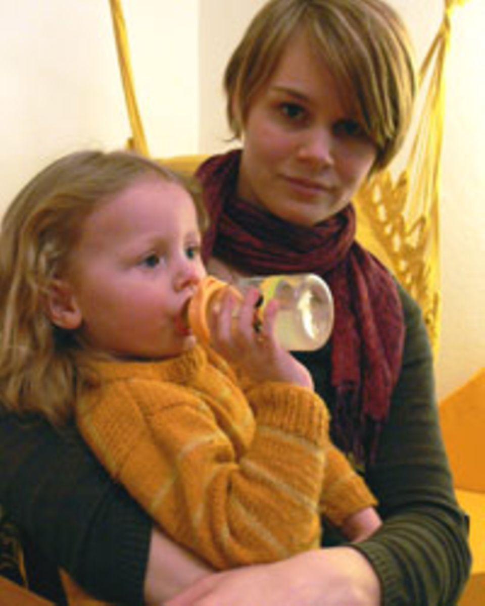 Lea mit ihrer Tochter Lucia.