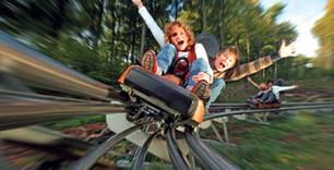"In Europas längster Freizeitpark-Rodelbahn ""Trapper Slider"" kommt man richtig in Fahrt"