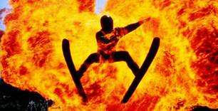 Der Feuersprung bei der Wasserski-Show ist ein atemraubendes Erlebnis