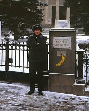 Baumgärtel vor dem Puschkin-Museum in Moskau 1996