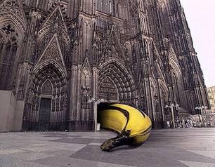 """""""Wir lieben die Hohe Kirche"""", Aktion vor dem Hauptportal des Kölner Doms zum 750jährigen Jubiläum, 1998"""