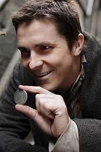 Alfred Borden (Christian Bale) bei einem Straßentrick