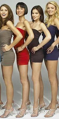 Milla (im roten Kleid) und ihre Konkurrentinnen