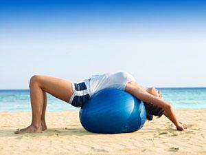 Das Ball-Workout für einen flachen Bauch
