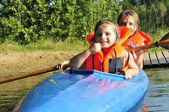 Urlaubstipps für Singles mit Kind: Kanu fahren