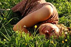 Das Glück liegt auf der Wiese: Jördis Triebel als Emma