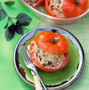 Gefüllte Tomaten mit Oliven-Risotto-Füllung