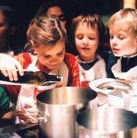 Kochkurse für Kinder: Jetzt kochen wir! | BRIGITTE.de | {Kochschule für kinder 50}