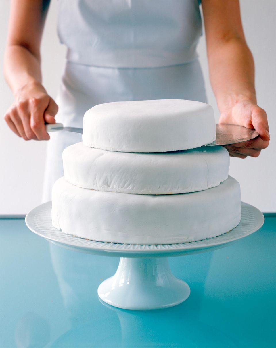 Hochzeitstorte selber backen: Kuchen stapeln