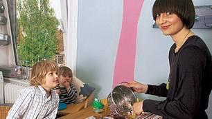 Frühstück mal anders: Merle Wuttke mit ihren Söhnen Kolja (links) und Fitz