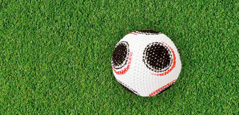 Der Häkelfußball zur WM