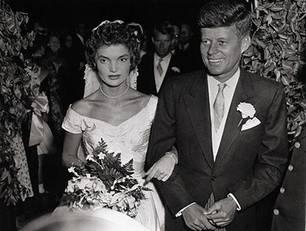 Jacqueline Bouvier und John F. Kennedy am 12. September 1953