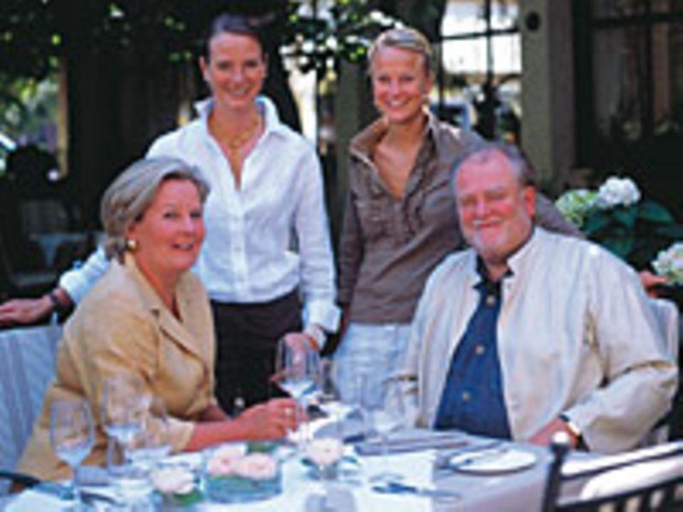 """""""Kochen ist ein familienunfreundlicher Job"""". Trotzdem geht beides: Lisl Wagner-Bacher mit ihrer Familie"""