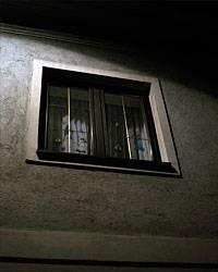 Sinnbild für den Inzest-Fall von Amstetten: Die verhangenen Fenster in der Ybbsstraße 40