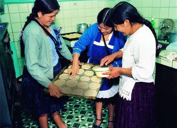 Backunterricht im Gewerkschaftshaus. Die Kekse werden später schwesterlich geteilt
