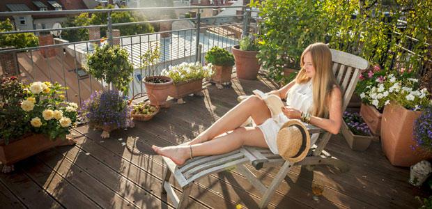 Sex massage auf einem Balkon