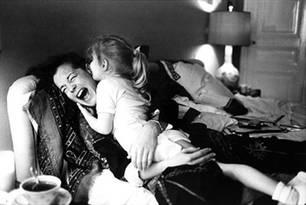 Robert Lebeck, Romy Schneider mit Tochter Sarah Biasini, Paris 1981