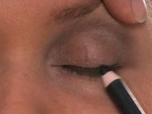 Make-up-Tutorial: Schminkschule für Krebspatientinnen: Augen schminken