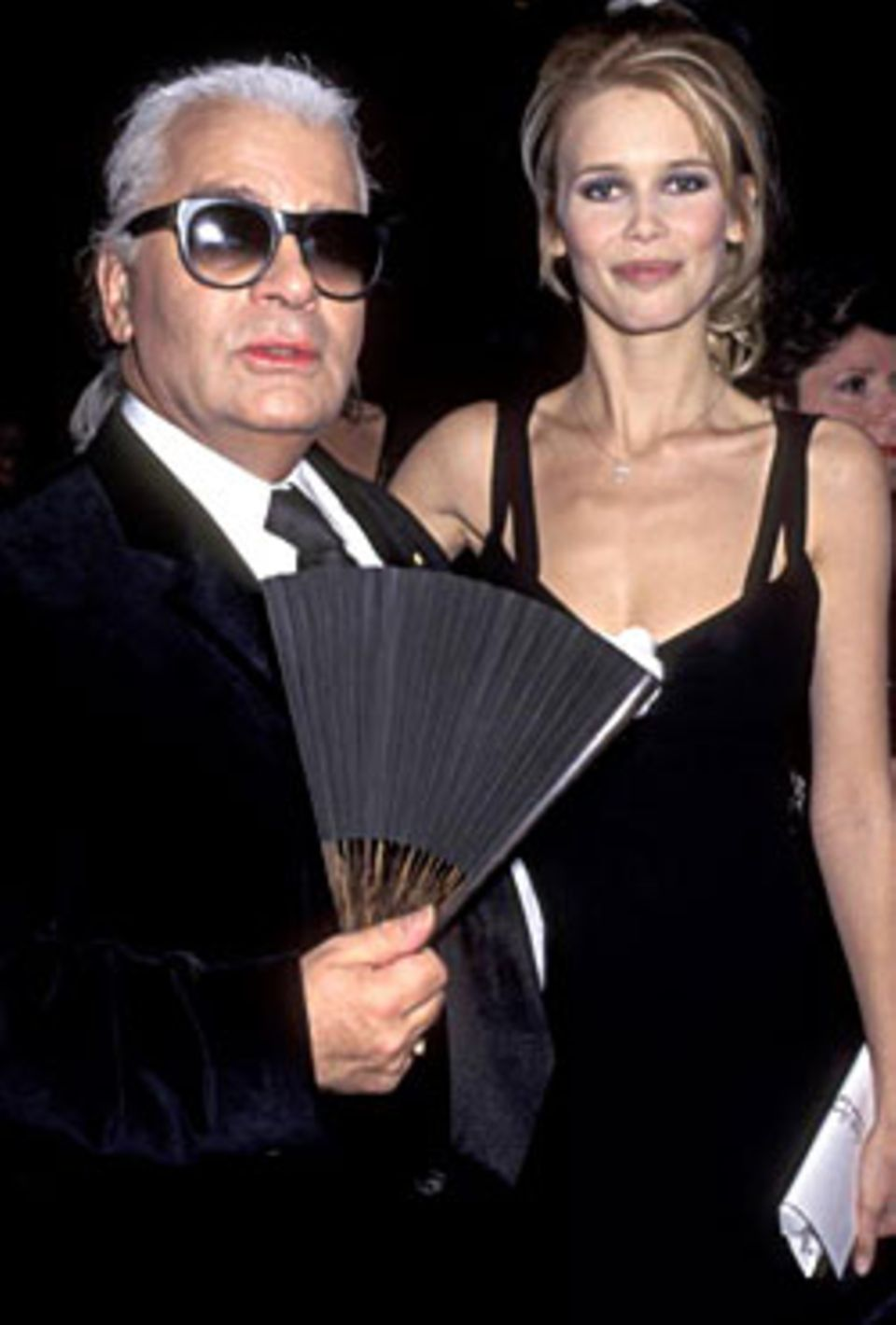 Der Modezar vor seiner Radikaldiät mit einer strahlend schönen Claudia Schiffer.