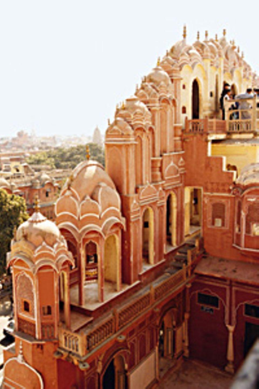Jaipur, Hauptstadt Rajasthans, mit einer riesigen Palastanlage, zu der Museen und Observatorium gehören