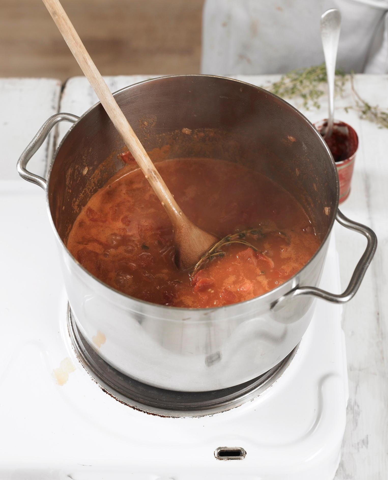 Tomatensuppe köcheln lassen