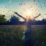 Morgen-Rituale: Frau im Feld