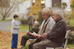 Diese alte Dame macht ihrem dementen Mann ein ganz besonderes Geschenk