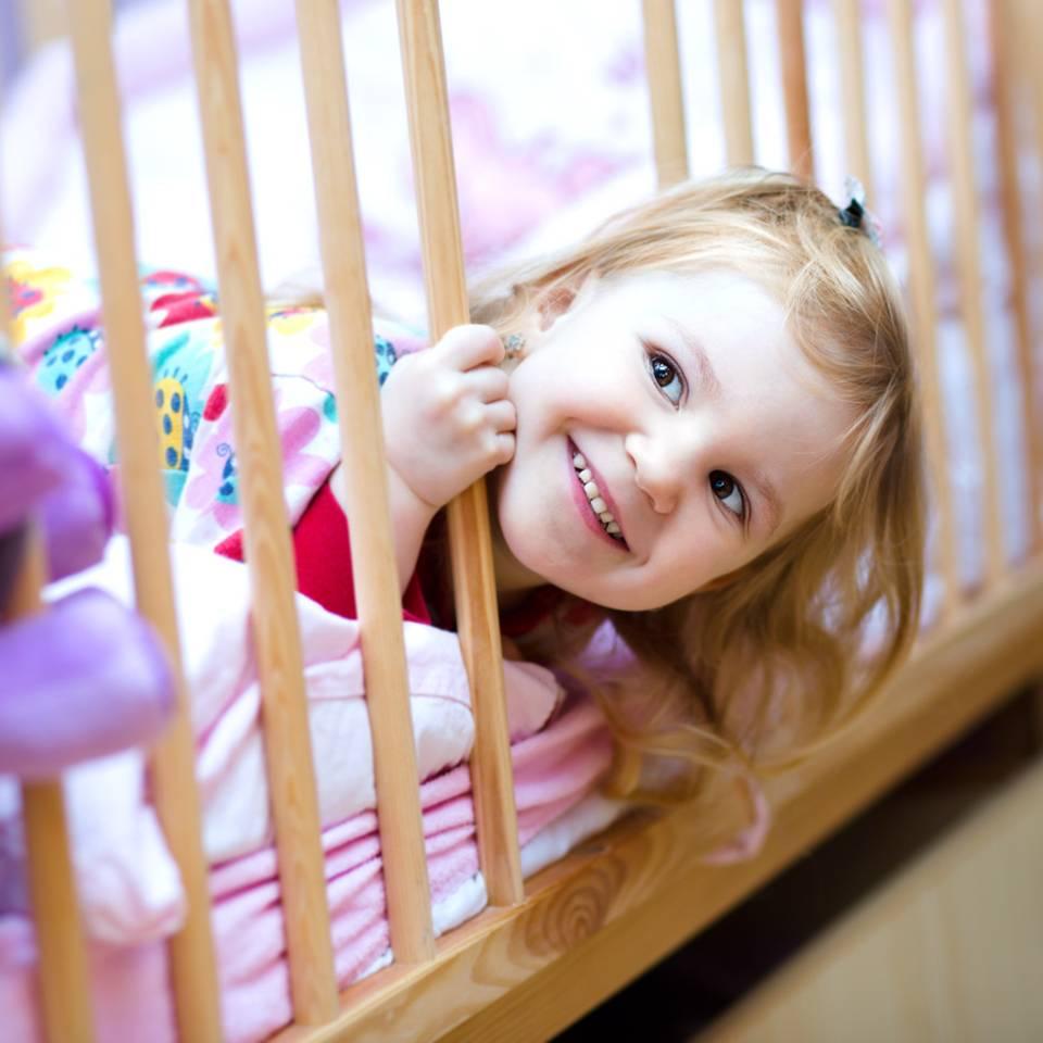 Ein Kleinkind ins Bett bringen in 50 einfachen Schritten
