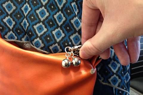 Wie dieses Glöckchen Taschendiebe stoppt