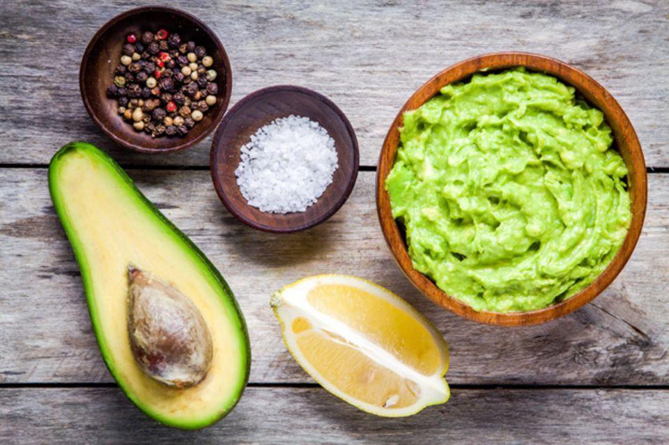 Lecker und gesund: 10 Snacks, die ihr abends bedenkenlos naschen könnt