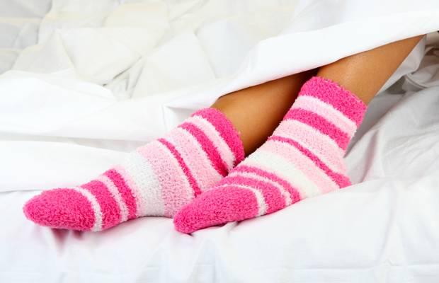 Zwiebelscheiben in die Socken gegen Erkältungssymptome