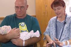 Mit Bauchweh ins Krankenhaus – eine Stunde später bekommt sie ein Kind!