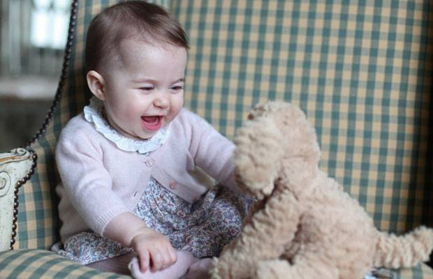 Mama Kate happy: Zuckersüße neue Fotos von Prinzessin Charlotte