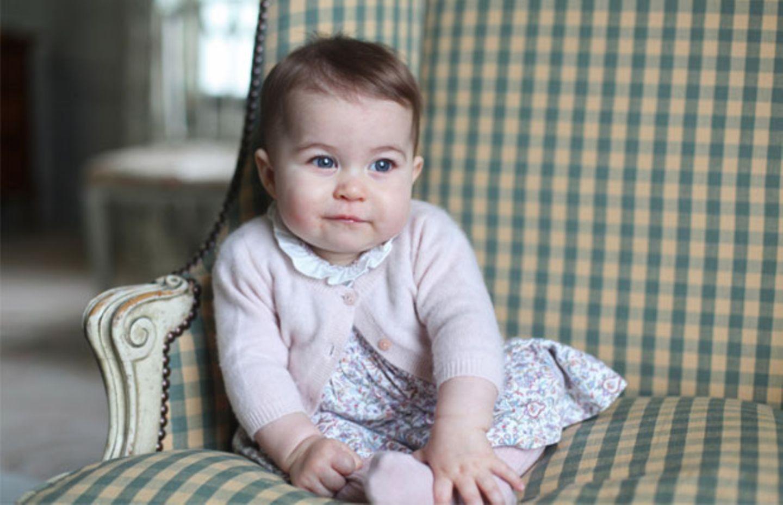 Zuckersüße neue Fotos von Prinzessin Charlotte
