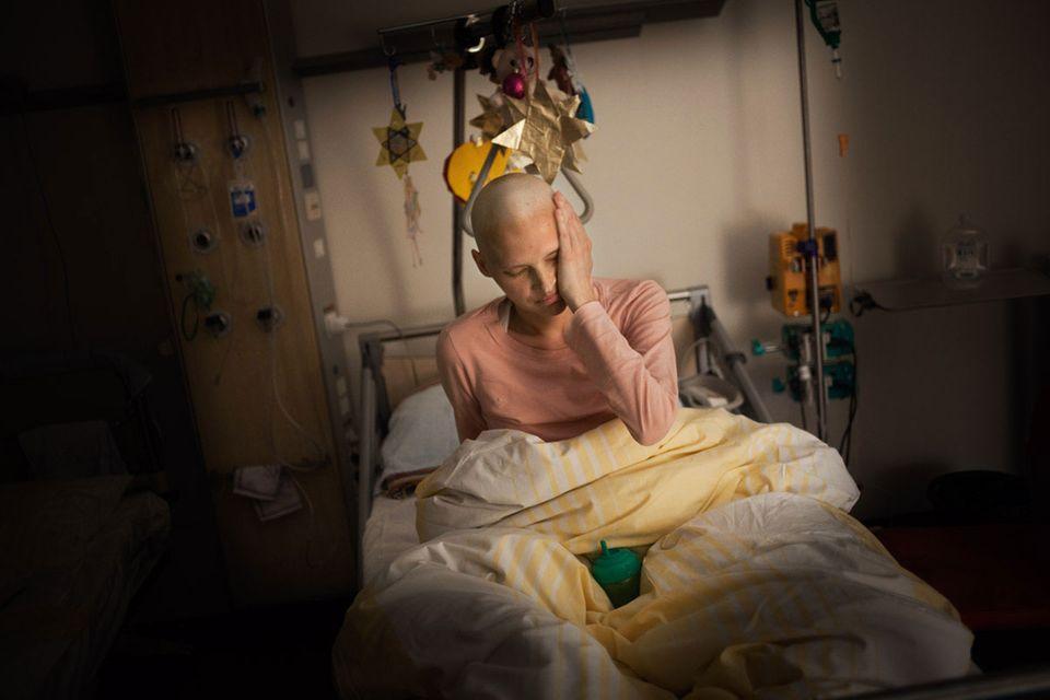 Metastasen haben Danas gesamten Körper befallen und die Sehnerven zerstört.