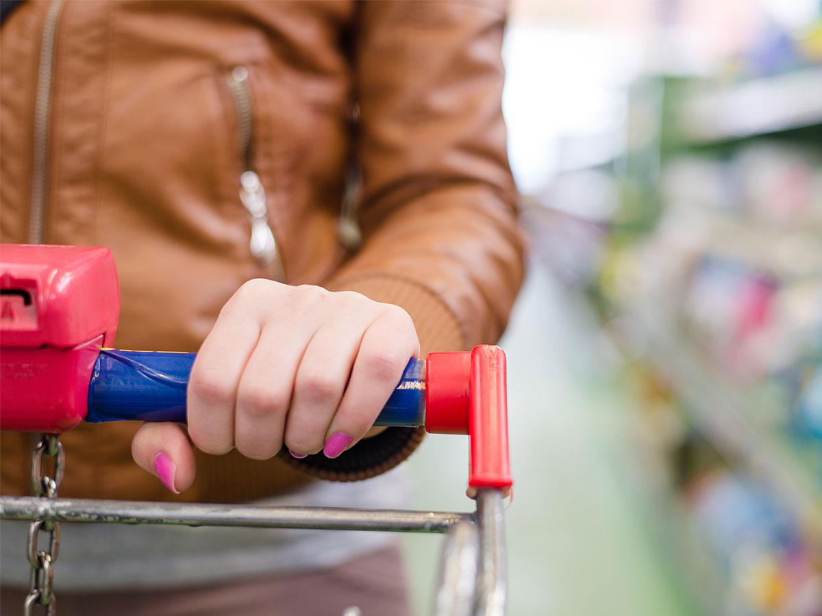 Lange Schlange? Mit diesen Tricks geht es an der Supermarkt-Kasse schneller!