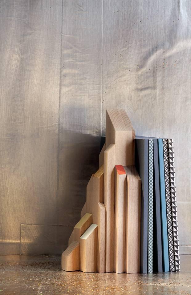 Perfekt Buchstütze Aus Holz Selber Machen