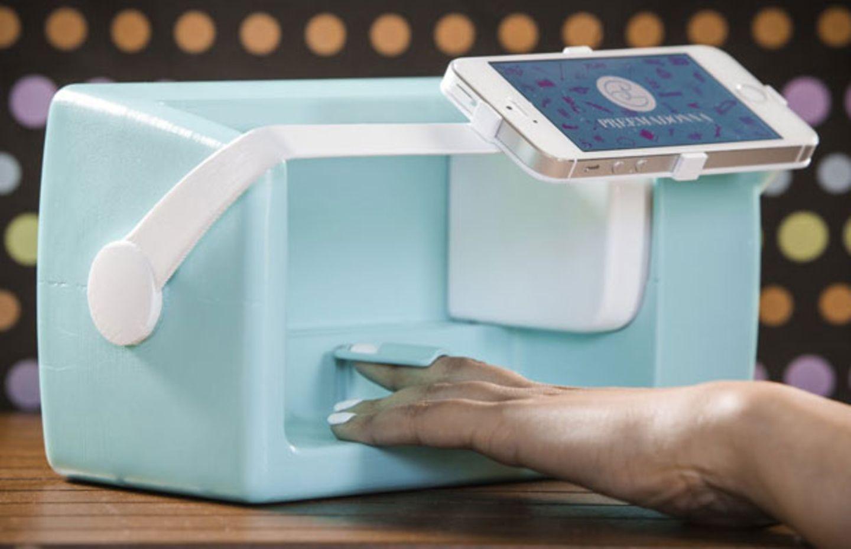 Dieser Roboter zaubert Emojis auf die Fingernägel