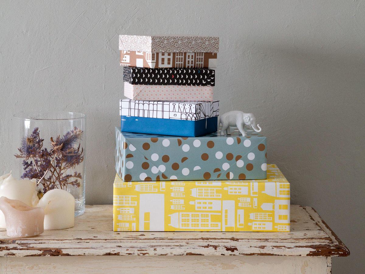 Wie man aus einem Schuhkarton eine hübsche Geschenkverpackung macht