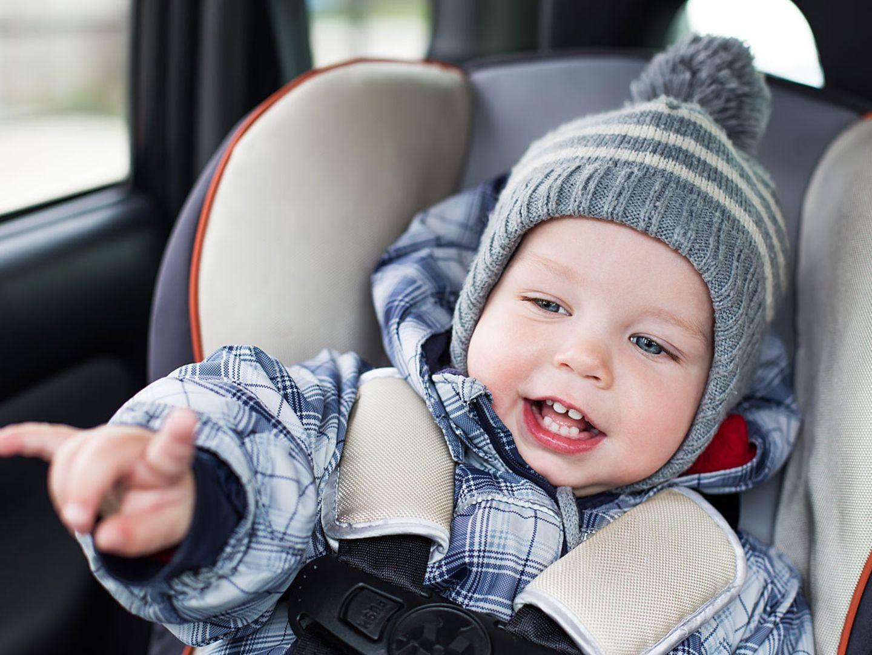 Darum ist Winterkleidung im Kindersitz so gefährlich