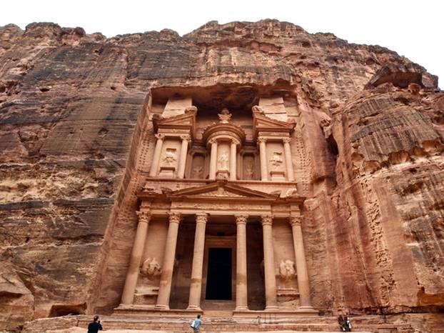 Die imposante Säulenfassade des Schatzhauses Khazne al-Firaun.