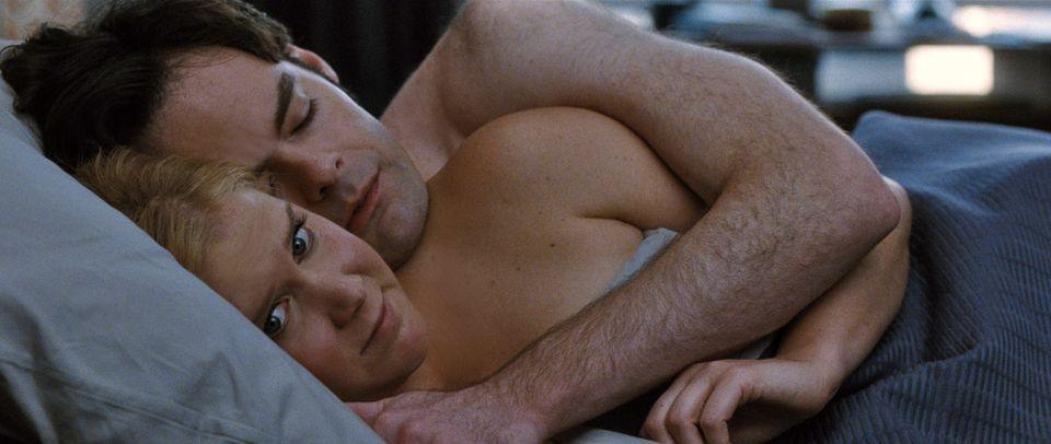 """Bindungsängstliche (hier Amy Schumer als Paradebeispiel in """"Dating Queen"""") haben Probleme, sich auf eine Beziehung ganz einzulassen."""
