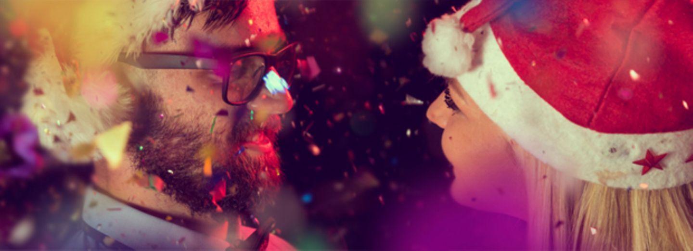 Umfrage: Habt ihr schon einmal auf der Weihnachtsfeier fremdgeknutscht?